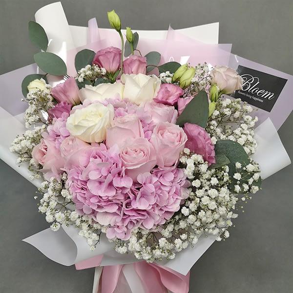 hydrangea rose bouquet