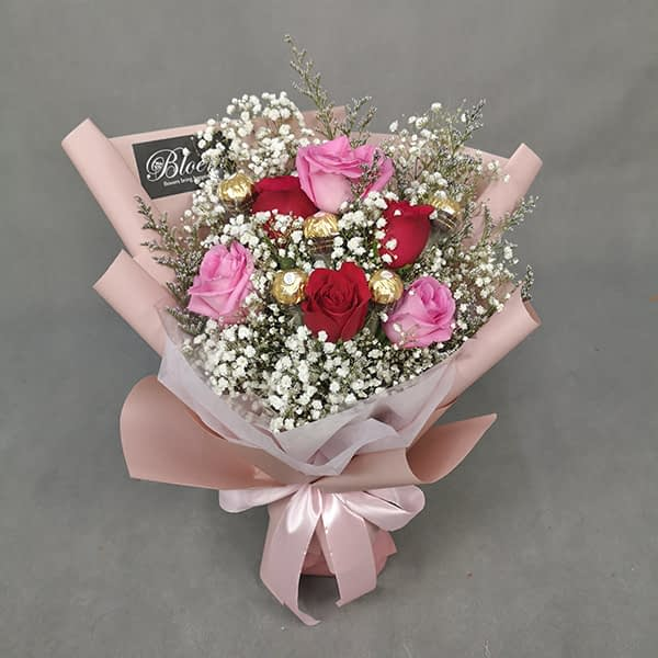 HB239 1 Rm120 3 Red Roses 3 Pink Roses Baby Breath