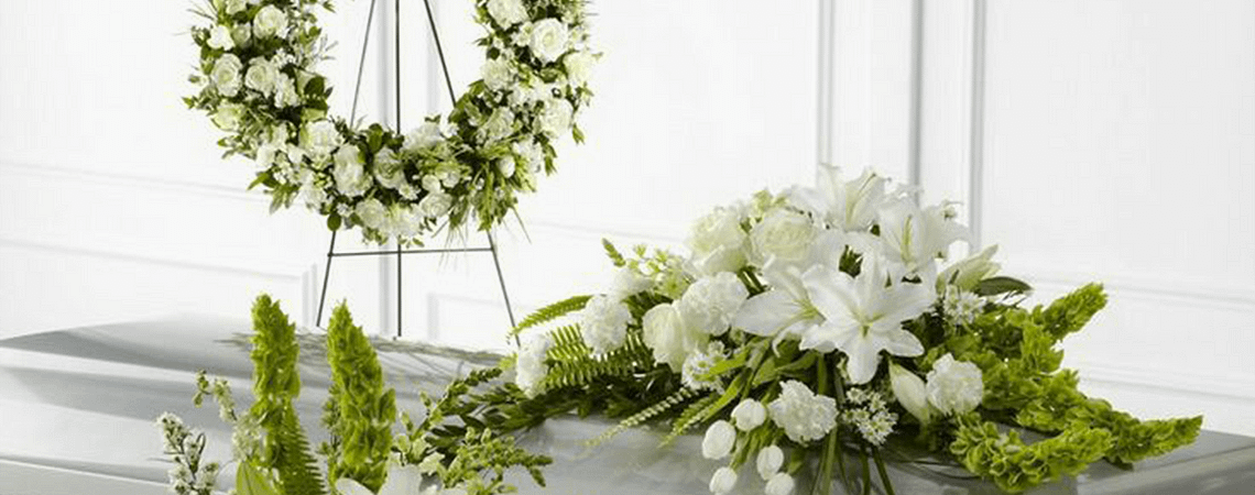 21 Messages for Condolence Flowers (With Examples)