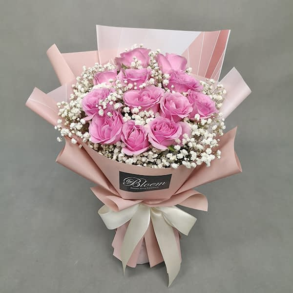 HB243 1 Rm180 12 Pink Roses with Baby Breath
