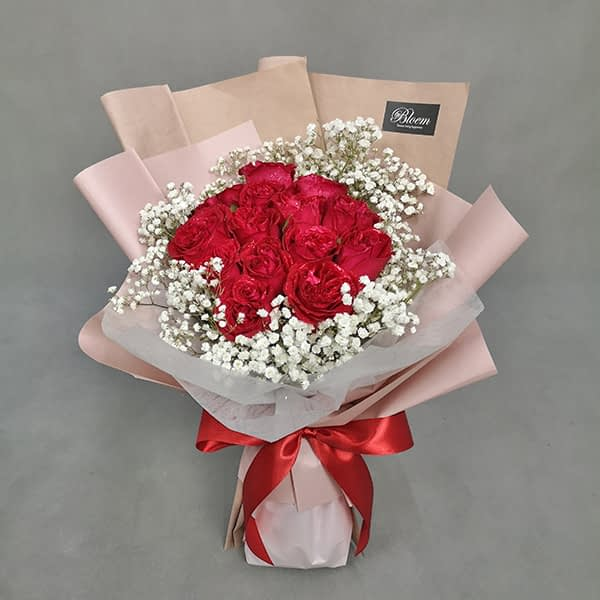 HB245 1 Rm180 12 Red Roses Baby Breath