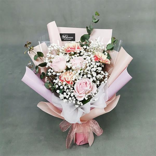 carnation baby breath bouquet
