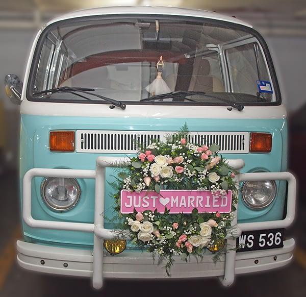 Wedding Car with Fresh Flowers Deco