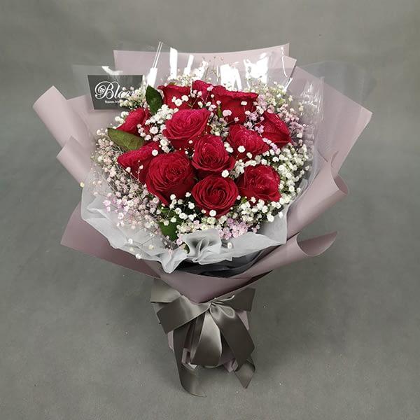 HB221 1 RM195 12 roses 1