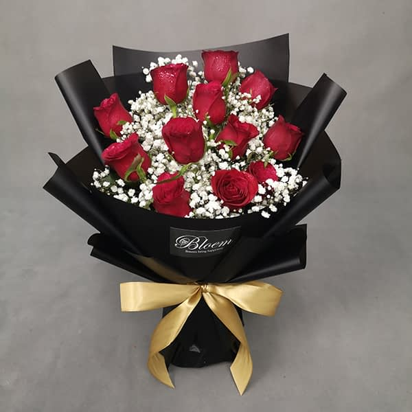 HB246 1 Rm18012 Red Roses with Baby Breath